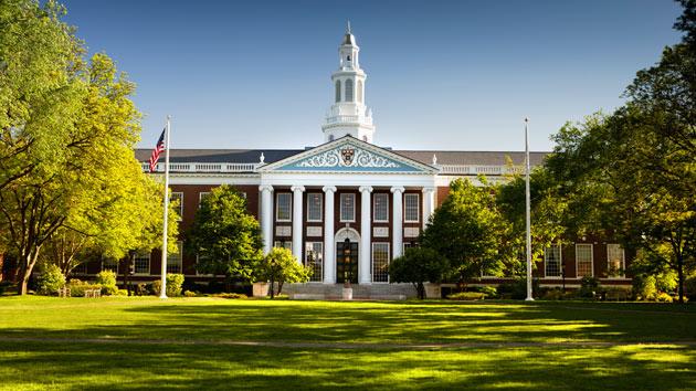 Домашнее чтение: 11 книг из обязательного списка Гарвардской школы бизнеса