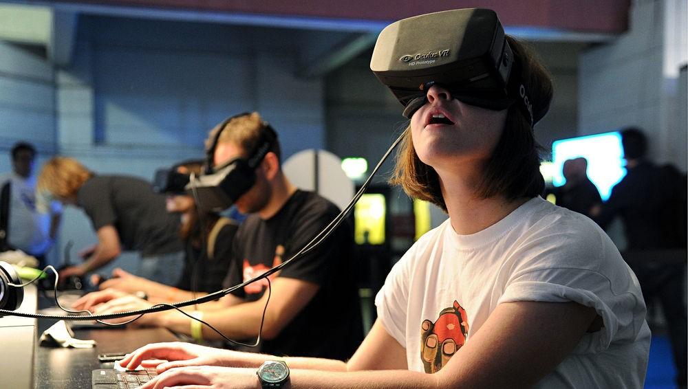 Астероиды, коты и омут памяти: как виртуальная реальность захватывает мир