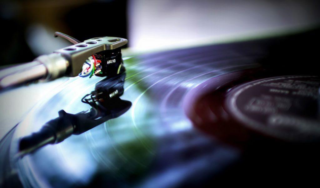 Музыка повышает производительность. Но не любая