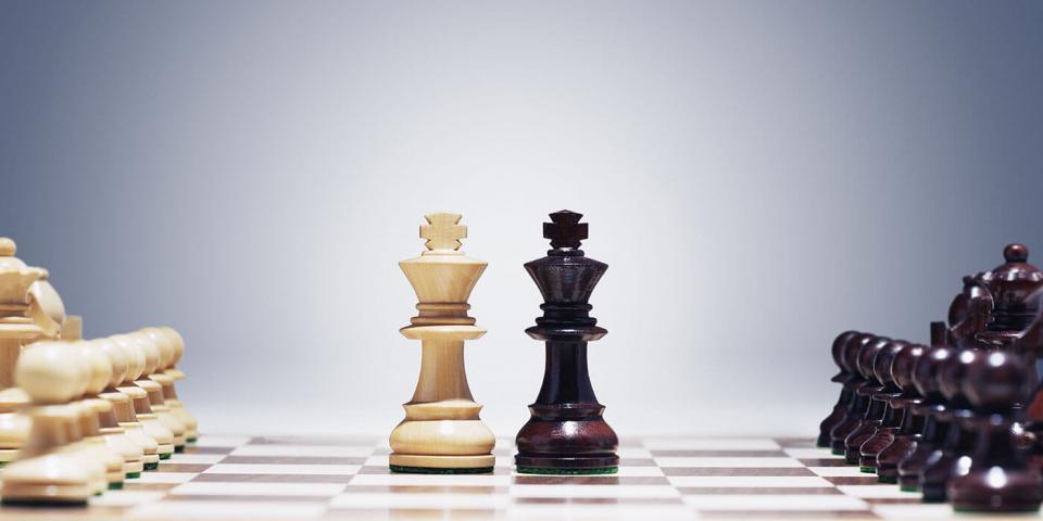Либералы vs консерваторы: у кого больше предрассудков? | Идеономика – Умные о главном