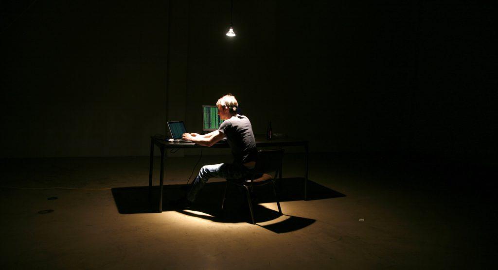 «Не заклеивайте камеру!» 8 правил кибербезопасности для всех