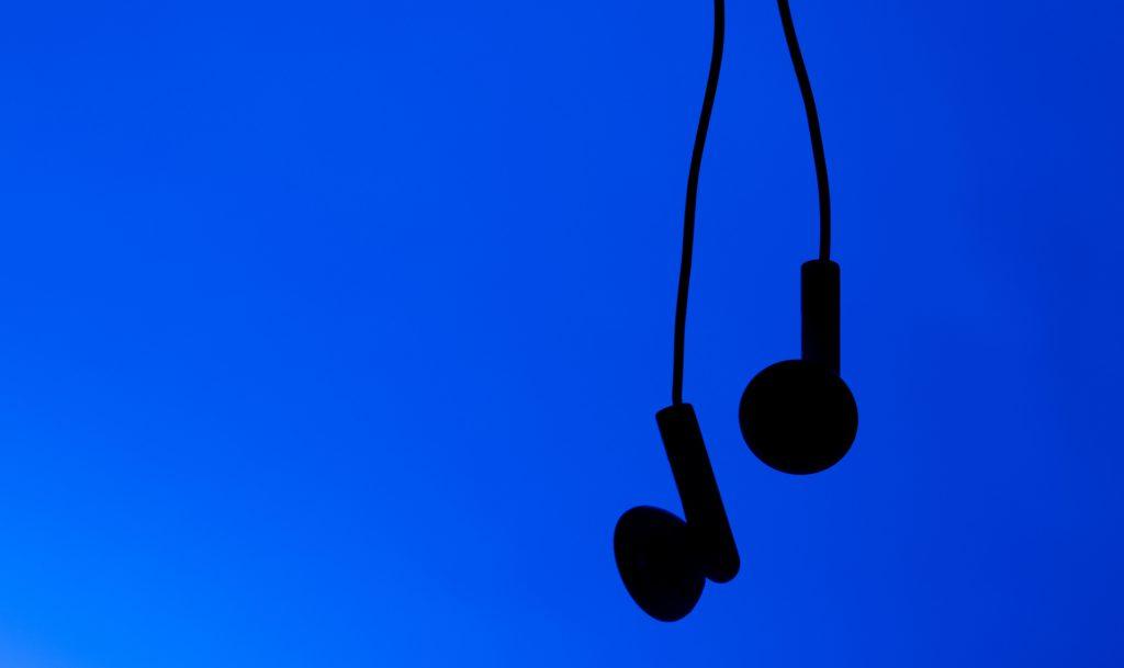 Музыка нас связала: зачем экономисты изучают поп-хиты?