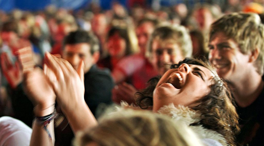 Власть над эмоциями: как ваше настроение меняет жизнь еще 100 людей