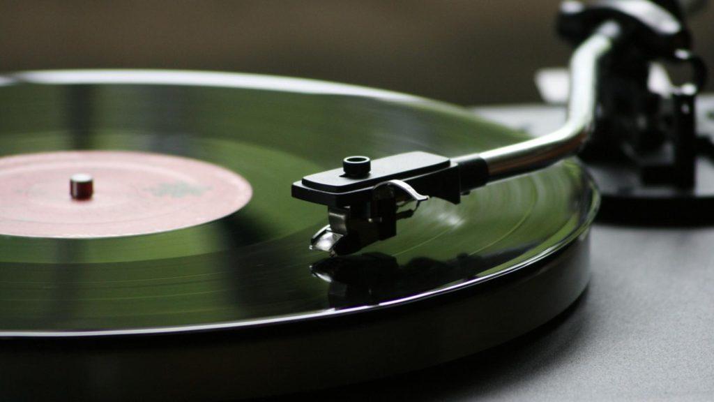 Исследование: слушать ли музыку во время работы?