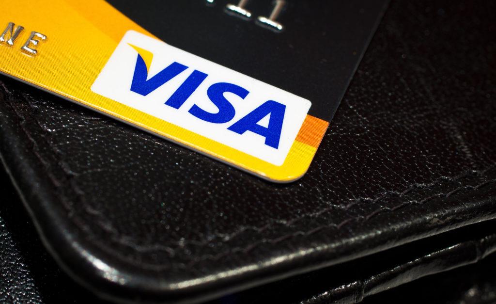 Ловушки потребления: легче ли расставаться с электронными деньгами?