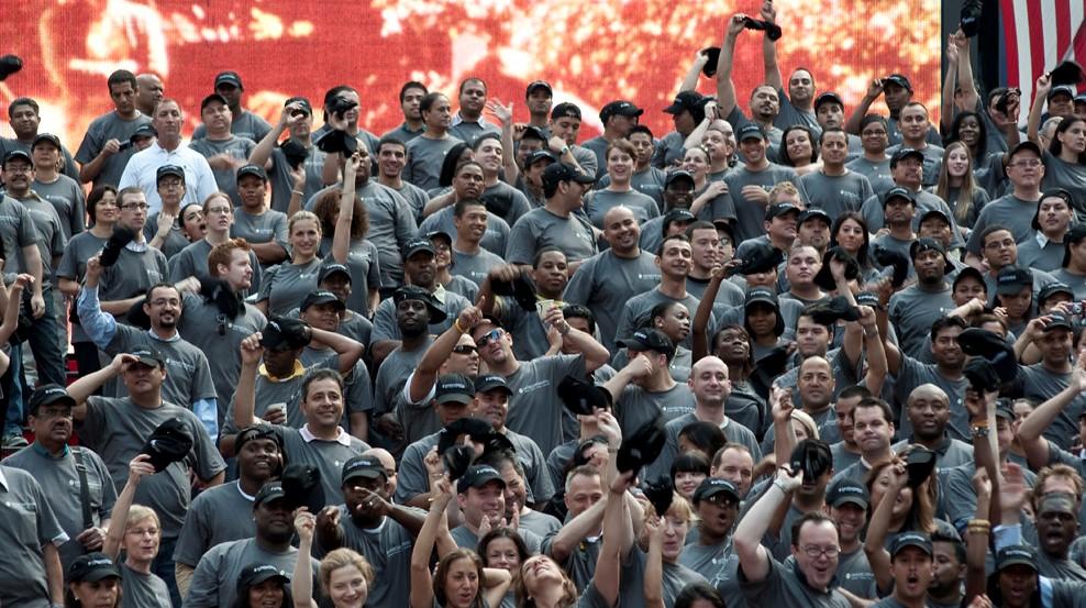 Исследование: кто работает эффективнее под крики толпы